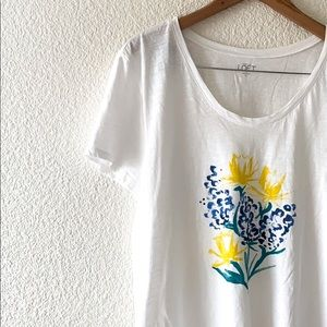 🛍NWOT Loft floral tee